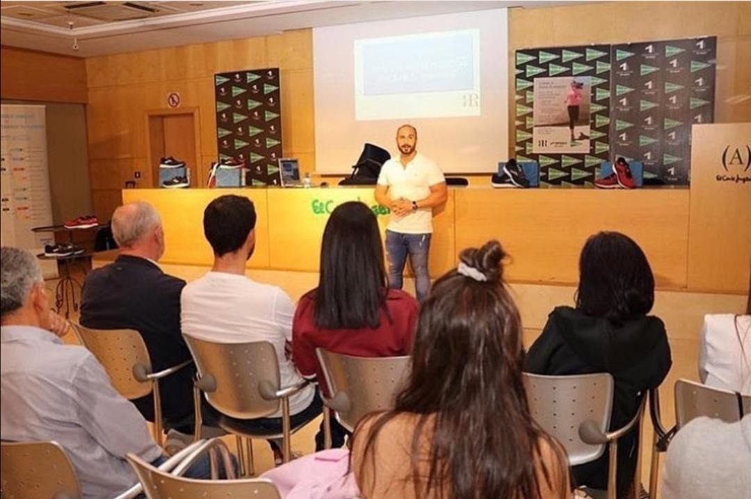 """Charla """"Bases de la preparación físicapara el running"""" en el Corte Inglés de Santiago de Compostela"""